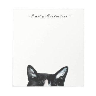 愛らしく好奇心が強いかいま見る猫は名前を加え、 ノートパッド
