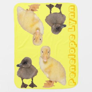 愛らしく黄色および灰色の子ガモの写真 ベビー ブランケット