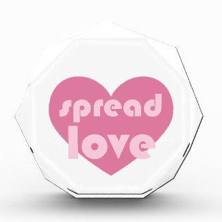 愛を広げて下さい(概要) 表彰盾