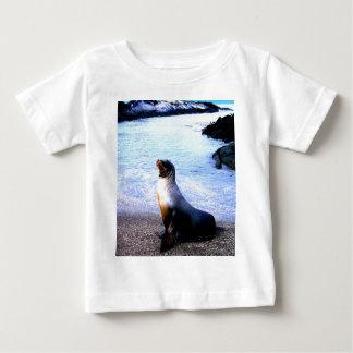 愛を求めているアシカ ベビーTシャツ