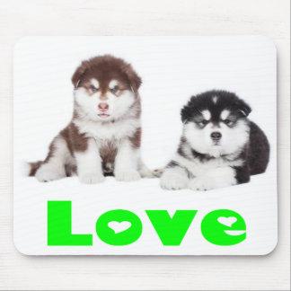 愛アラスカンマラミュートの小犬のマウスパッド マウスパッド