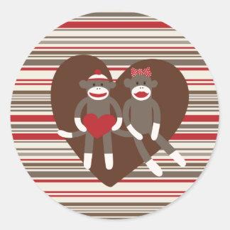 愛ステッカーのかわいいソックス猿のカップル ラウンドシール