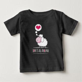 愛ハッピーバレンタインデー|のワイシャツのヒツジ ベビーTシャツ