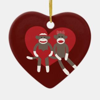 愛ハートのバレンタインデーのギフトのソックス猿 セラミックオーナメント