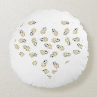 愛ハートの羽の水彩画のデザイン ラウンドクッション