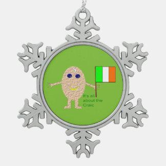 愛国心が強いアイルランドの卵のオーナメント スノーフレークピューターオーナメント