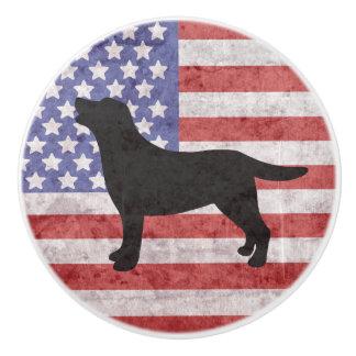 愛国心が強いラブラドールの輪郭の米国旗のノブ セラミックノブ
