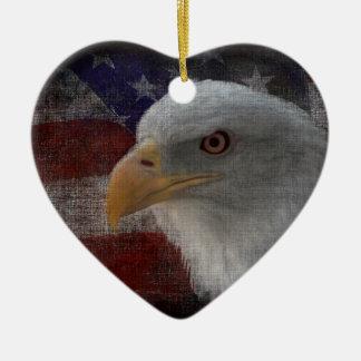愛国心が強いワシ及び旗 セラミックオーナメント