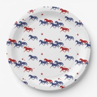 愛国心が強い小走りに走る馬パターン ペーパープレート