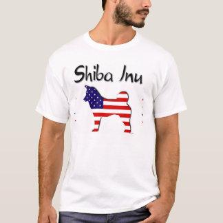 愛国心が強い米国の柴犬 Tシャツ