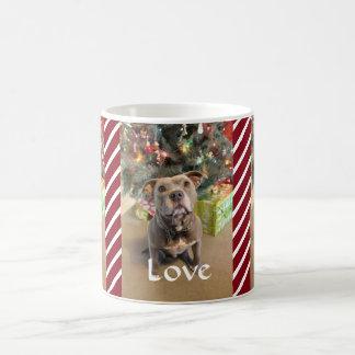 愛平和喜びのピットブルの赤いクリスマスのマグ コーヒーマグカップ