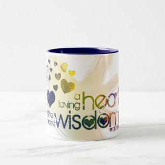 愛情のあるハートは本当の知恵です ツートーンマグカップ