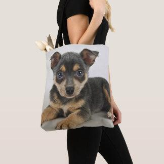愛情のある目を持つ非常にかわいい子犬 トートバッグ