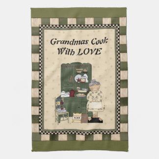 愛手タオルを持つ祖母の調理師 キッチンタオル