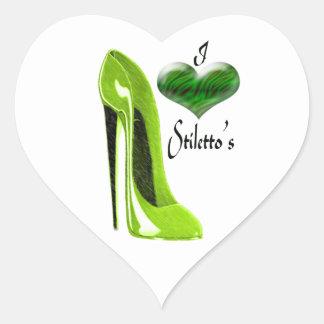 愛興味深なライムグリーンの小剣の靴およびハート ハートシール