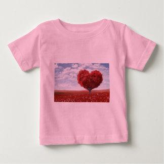 愛赤いハートの木のベビーの罰金のジャージーのTシャツ ベビーTシャツ