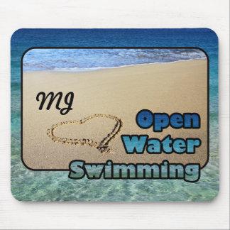 愛開放水域の水泳の砂のビーチのハートの海 マウスパッド