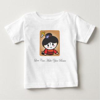 """""""愛""""はTシャツに勇敢に立ち向かわせますことができます ベビーTシャツ"""