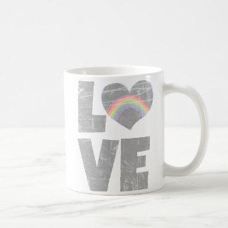 愛、虹のハートのコーヒー・マグ コーヒーマグカップ