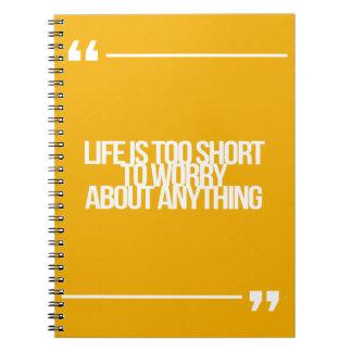 感動的で、やる気を起こさせるな引用文 ノートブック
