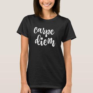 感動的な刺激: Carpe Diemの引用文 Tシャツ