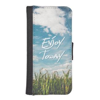 """感動的な引用文は緑分野の青を""""今日""""楽しみます iPhoneSE/5/5sウォレットケース"""