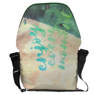 感動的な緑に水彩画のジョギングの走ること メッセンジャーバッグ