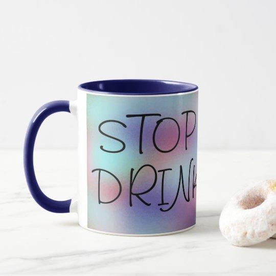 感動的な飲み物のコーヒーおもしろいを心配することを止めて下さい マグカップ