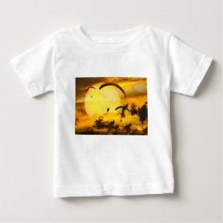 感情の冒険のはえのパラシュートのパラグライダー ベビーTシャツ