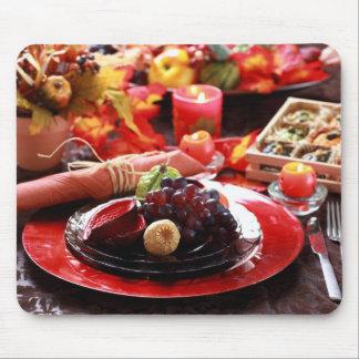 感謝祭のために飾られるカラフルなテーブル マウスパッド
