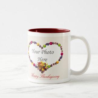 感謝祭のハートの2写真フレーム ツートーンマグカップ
