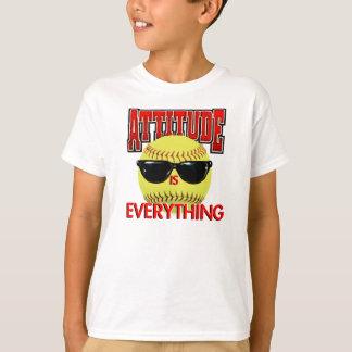 態度はすべてソフトボールです Tシャツ