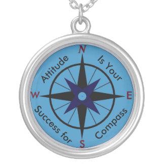 態度は成功のネックレスのためのあなたのコンパスです シルバープレートネックレス