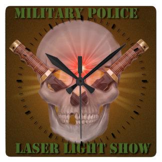 憲兵のレーザー光線ショー スクエア壁時計