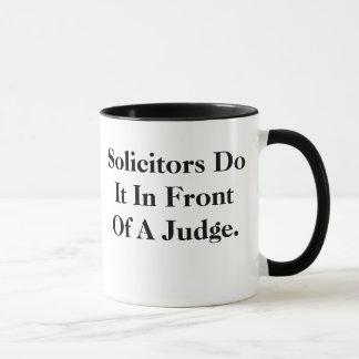 懇願者はそれの-汚れた、失礼な弁護士のスローガンをします マグカップ