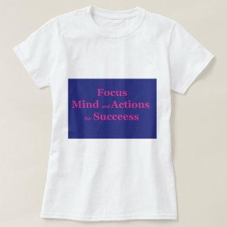 成功のための焦点の心そして行為 Tシャツ
