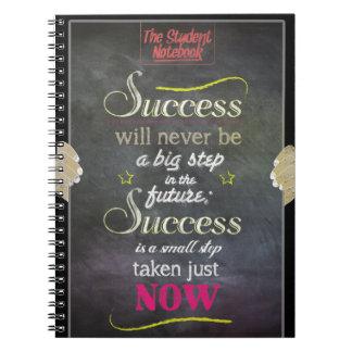 成功は今小さいステップによって取られるノートです ノートブック