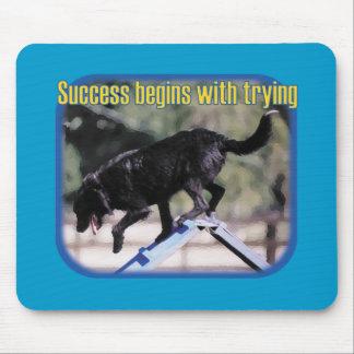 成功は試みることから始まります マウスパッド