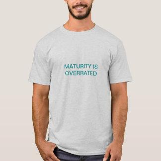 成熟は大げさです Tシャツ