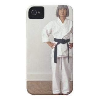 成長した女性の空手のblackbelt、ポートレート Case-Mate iPhone 4 ケース