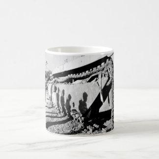 戦い破壊されたalligator_War Imaのフランク コーヒーマグカップ