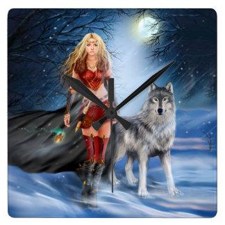 戦士の女性およびオオカミの柱時計 スクエア壁時計