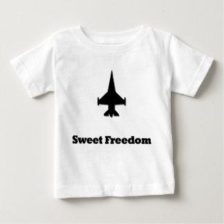 戦闘機の菓子の自由 ベビーTシャツ