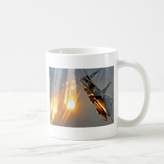 戦闘機は熱い火炎信号を解放します コーヒーマグカップ