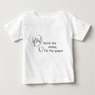 戯曲女王の幼児のTシャツ ベビーTシャツ