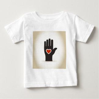 手のハート ベビーTシャツ