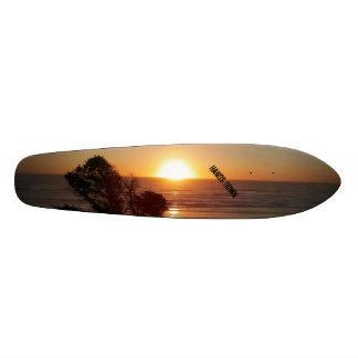 手の日没のスケートボード スケートボード