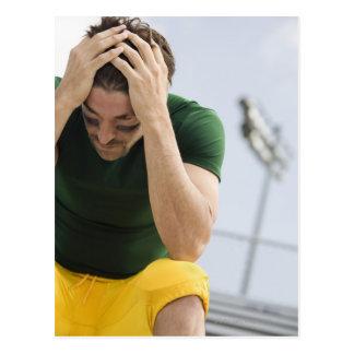 手の頭部を持つ敗北させたフットボール選手 ポストカード