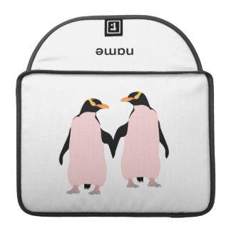 手を握っているゲイプライドのレズビアンのペンギン MacBook PROスリーブ