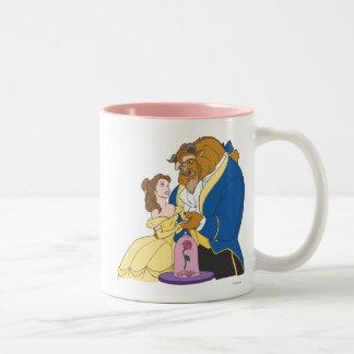 手を握っている美女および獣 ツートーンマグカップ
